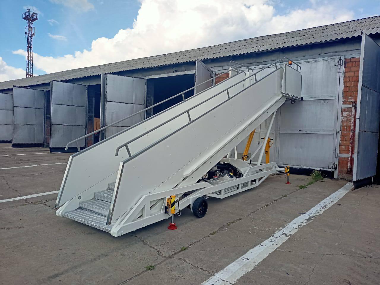 Прицепной пассажирский трап Sea 1845 и ТАБ -2К для Аэропорта Братск